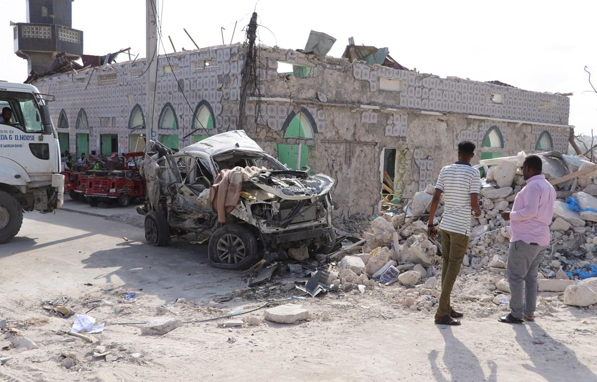Hiện trường một vụ đánh bom xe tại Somalia. (Nguồn: AFP/TTXVN)