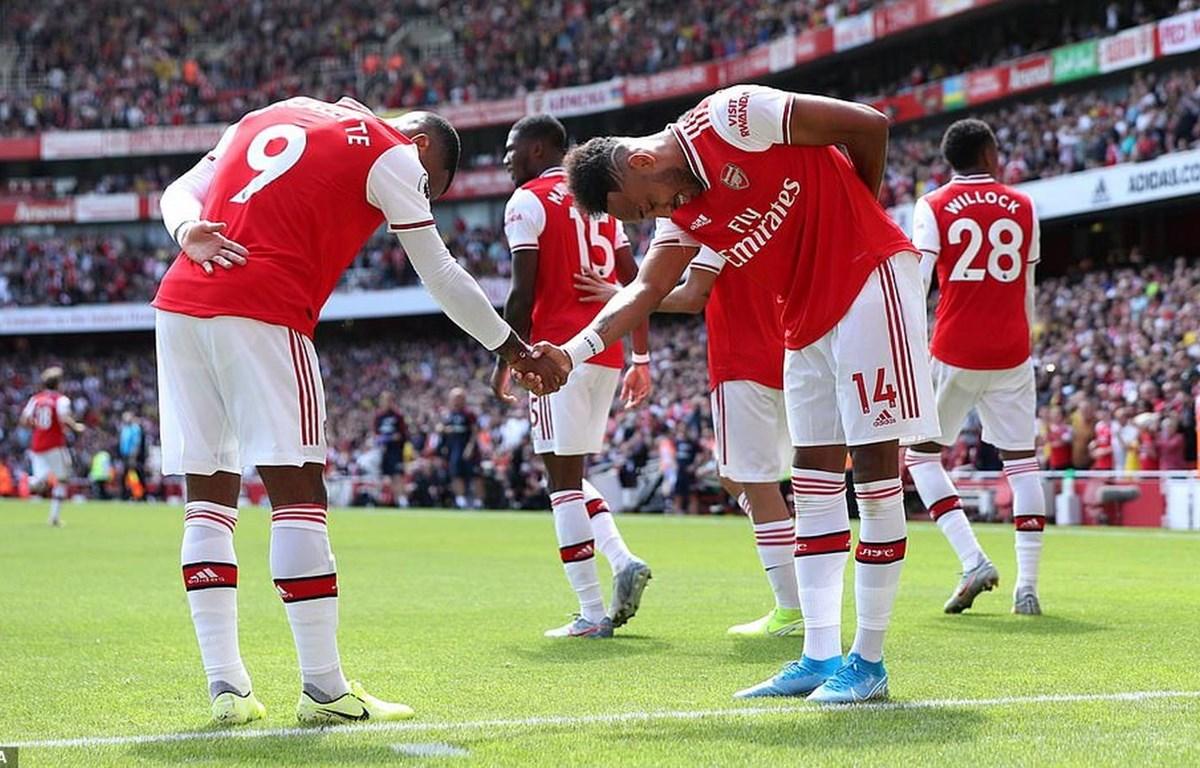 acazette và Aubameyang cùng ghi bàn, giúp Arsenal đánh bại Burnley 2-1.