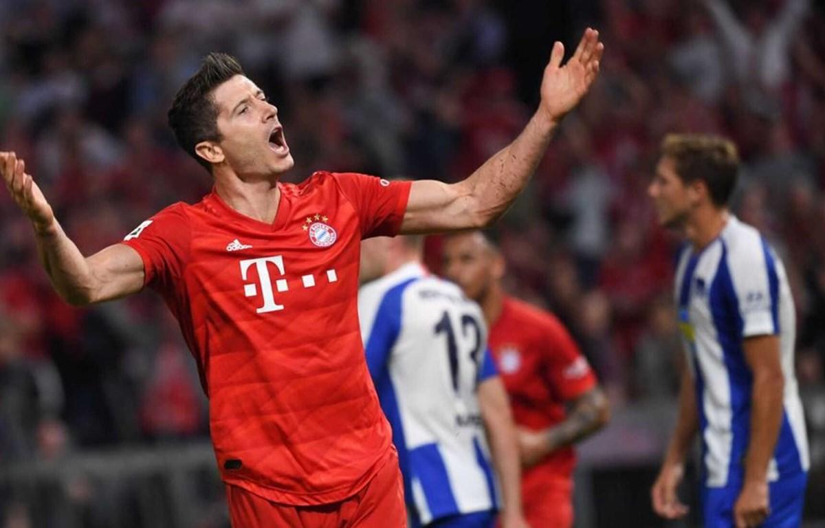 Robert Lewandowski lập cú đúp vào lưới Hertha Berlin. (Nguồn: Getty Images)