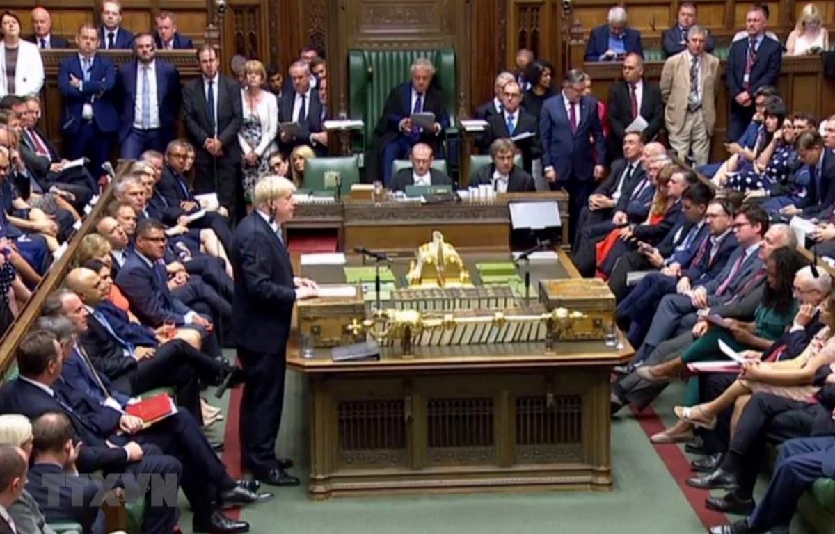 Thủ tướng Anh Boris Johnson phát biểu trong cuộc họp Hạ viện ở thủ đô London hôm 25/7. (Ảnh: AFP/TTXVN)