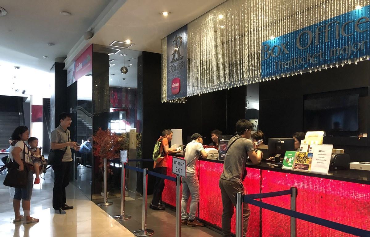 Tại địa điểm bán vé ở Trung tâm Thương mại Esplanade trên đường Ratchada ở Bangkok. (Ảnh: Ngọc Quang/TTXVN)