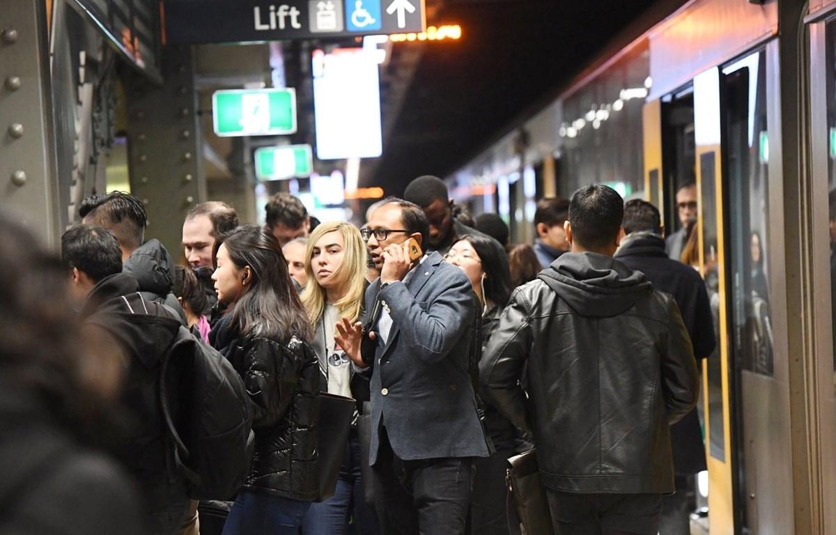 Hhàng nghìn hành khách bị mắc kẹt vì sự cố tàu hỏa. (Nguồn: AAP)