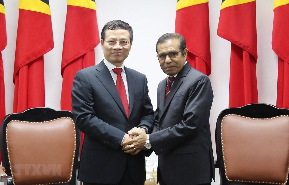 Đặc phái viên của Thủ tướng Chính phủ Việt Nam, Bộ trưởng Bộ Thông tin và Truyền thông Nguyễn Mạnh Hùng đến chào Thủ tướng Timor Leste Taur Matan Ruak. (Ảnh: Phúc Hằng/TTXVN)