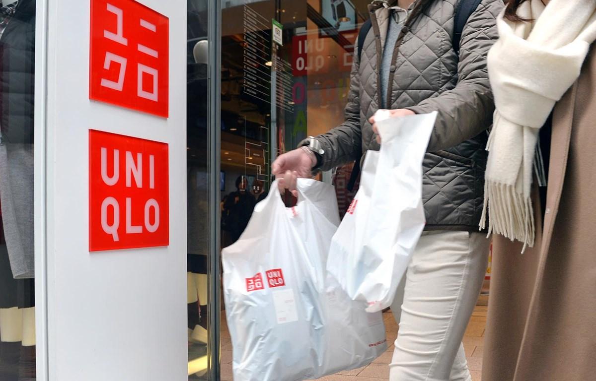 Uniqlo ra sản phẩm may mặc làm từ nhựa tái chế. (Nguồn: nikkei.com)