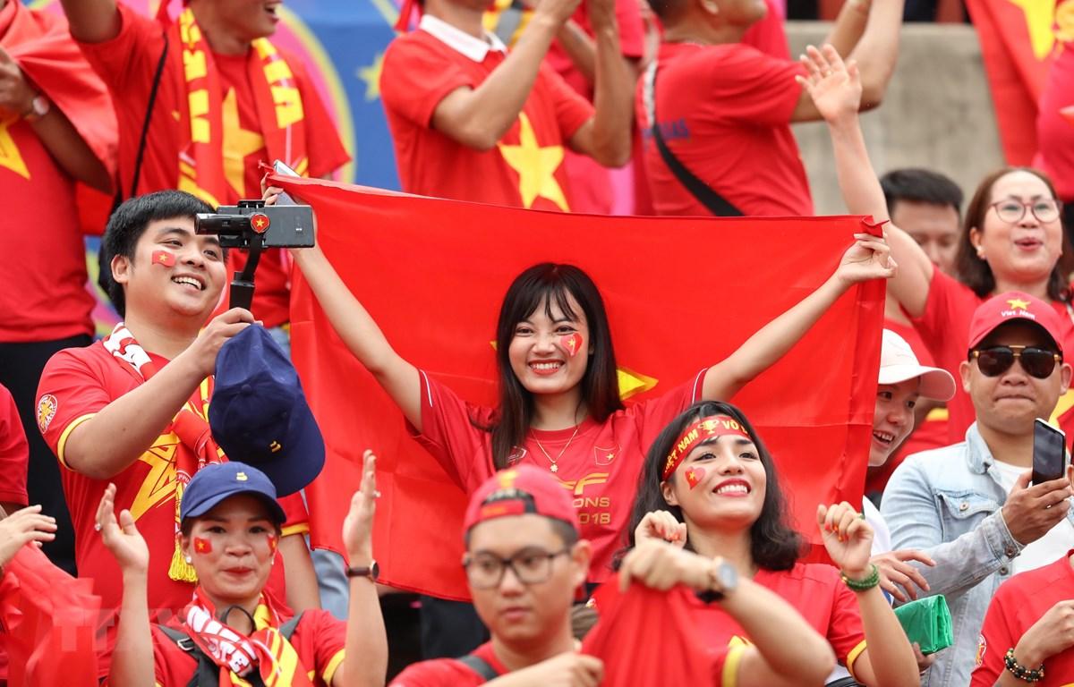 Cổ động viên Việt Nam. (Ảnh: TTXVN)
