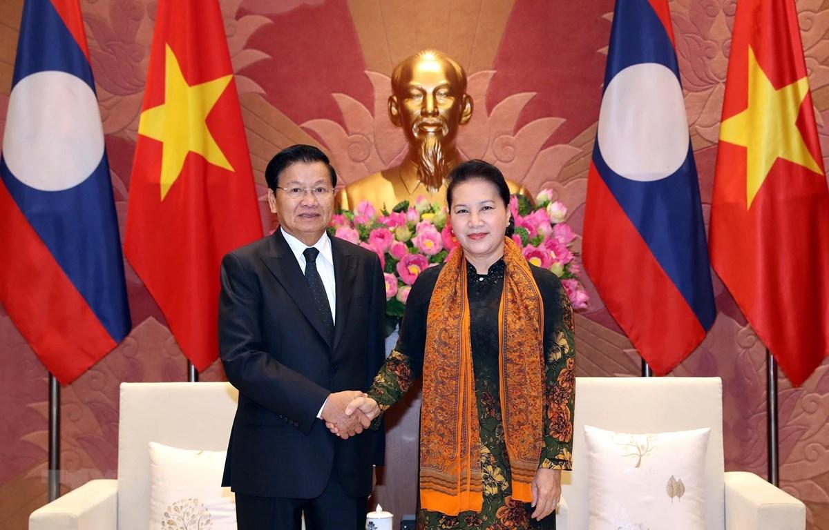 Chủ tịch Quốc hội Nguyễn Thị Kim Ngân hội kiến Thủ tướng Lào Thongloun Sisoulith thăm chính thức Việt Nam. (Ảnh: Tọng Đức/TTXVN)