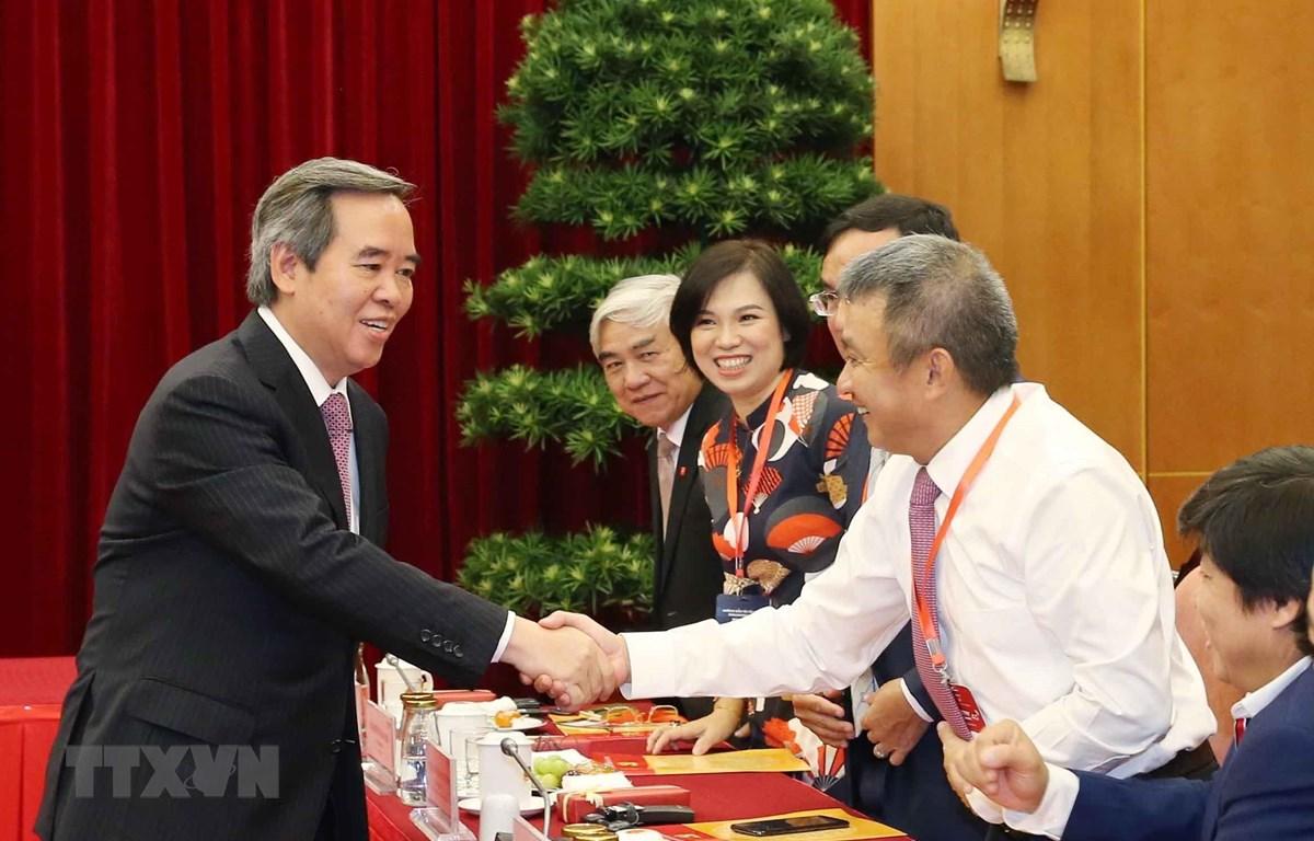 Đồng chí Nguyễn Văn Bình với các đại biểu. (Ảnh: Phương Hoa/TTXVN)