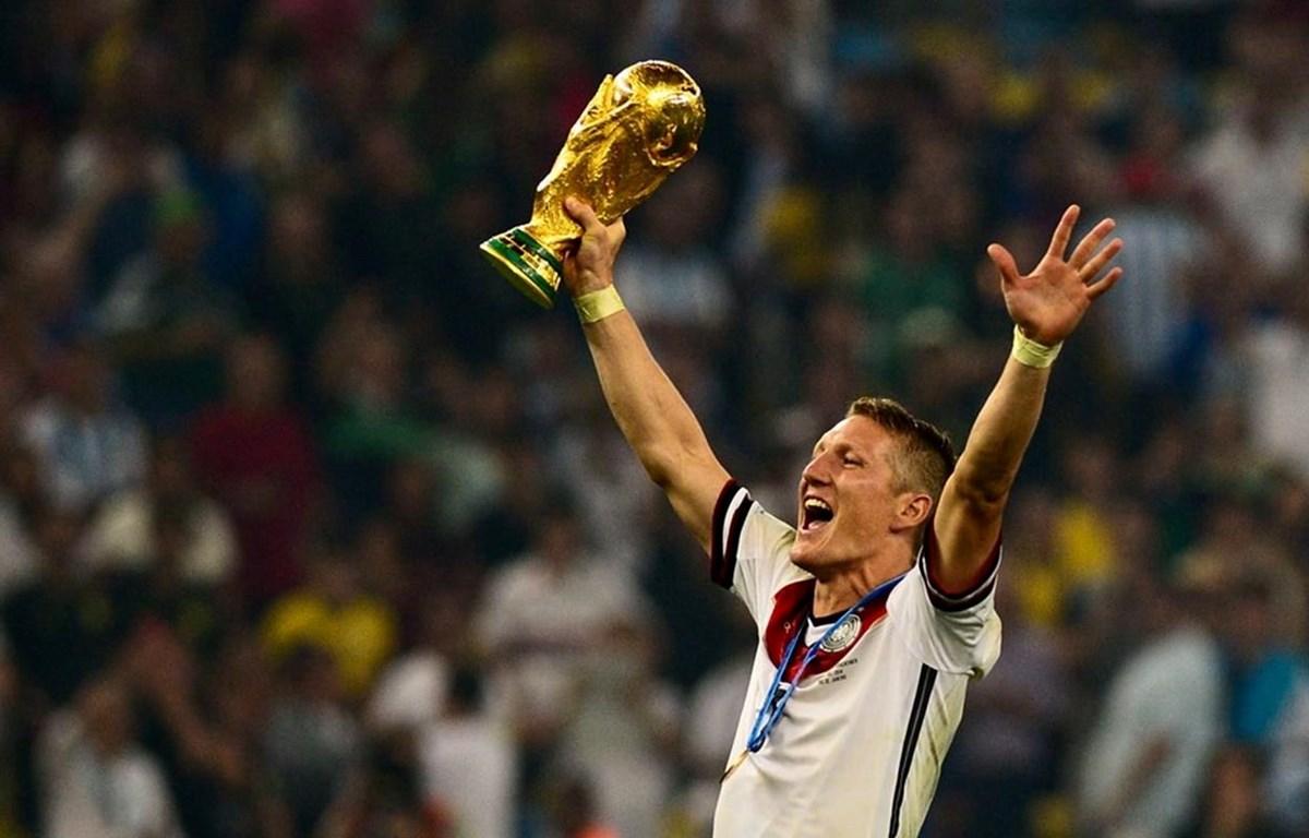 Schweinsteiger giải nghệ sau 17 năm gắn bó.