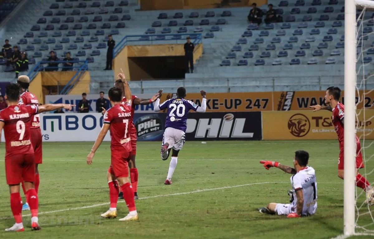 Omar ăn mừng sau khi ghi bàn vào lưới Thành phố Hồ Chí Minh. (Ảnh: như Đạt/Vietnam+)
