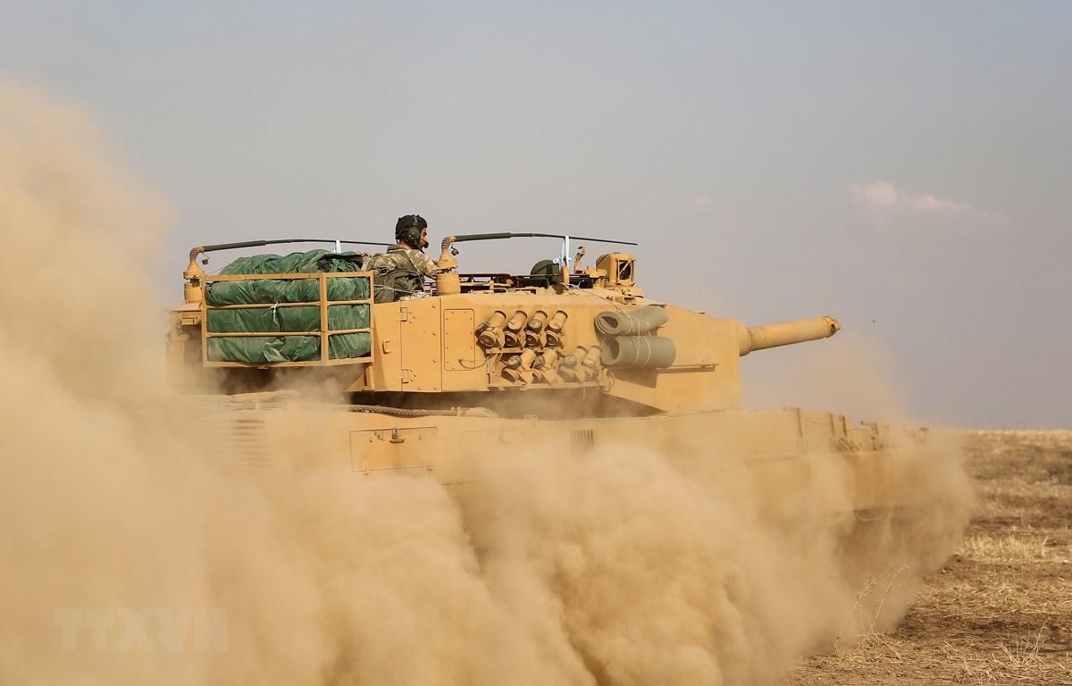 Binh sỹ Thổ Nhĩ Kỳ được triển khai gần thị trấn biên giới Ras al-Ain, tỉnh Hassakeh, miền Đông Bắc Syria ngày 27/10. (Ảnh: AFP/TTXVN)
