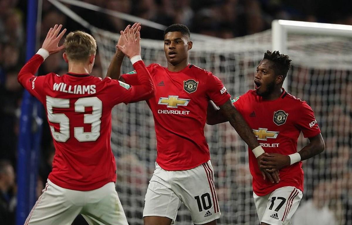 Rashford (giữa) mang chiến tháng về cho Manchester United.