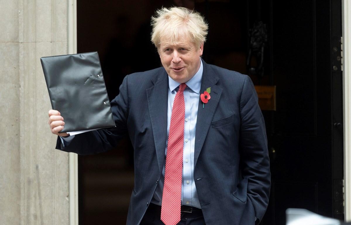 Thủ tướng Anh Boris Johnson tại số 10 phố Downing, London, ngày 29/10. (Ảnh: THX/TTXVN)