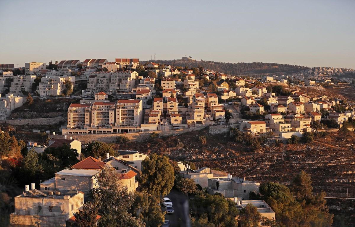 Khu định cư Givat Zeev của Israel ở gần thành phố Ramallah, Bờ Tây. (Ảnh: AFP/TTXVN)