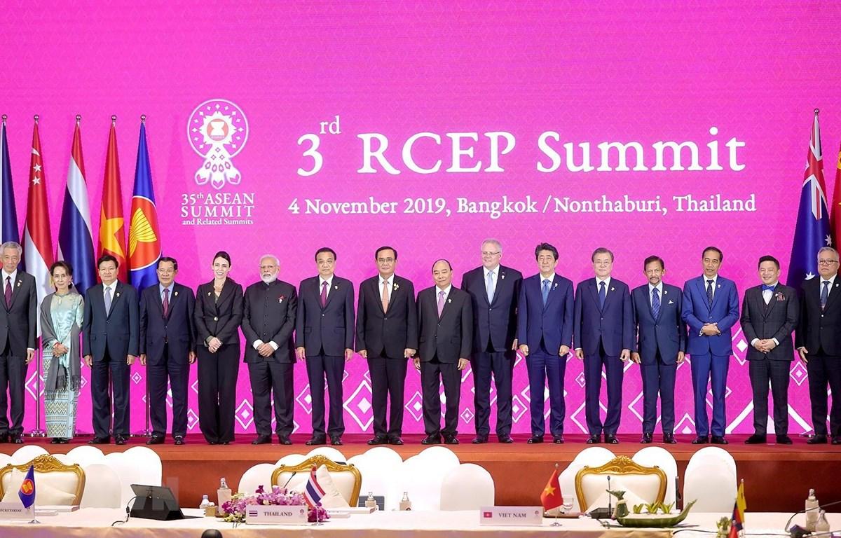Lãnh đạo các nước tham dự Hội nghị Cấp cao Hiệp định Đối tác Kinh tế Toàn diện Khu vực (RCEP) lần thứ 3. (Ảnh: Thống Nhất/TTXVN)