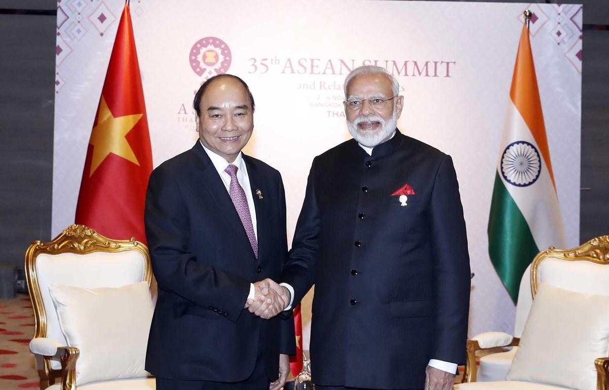 Thủ tướng Nguyễn Xuân Phúc gặp Thủ tướng Ấn Độ Narendra Modi. (Ảnh: Thống Nhất/TTXVN)