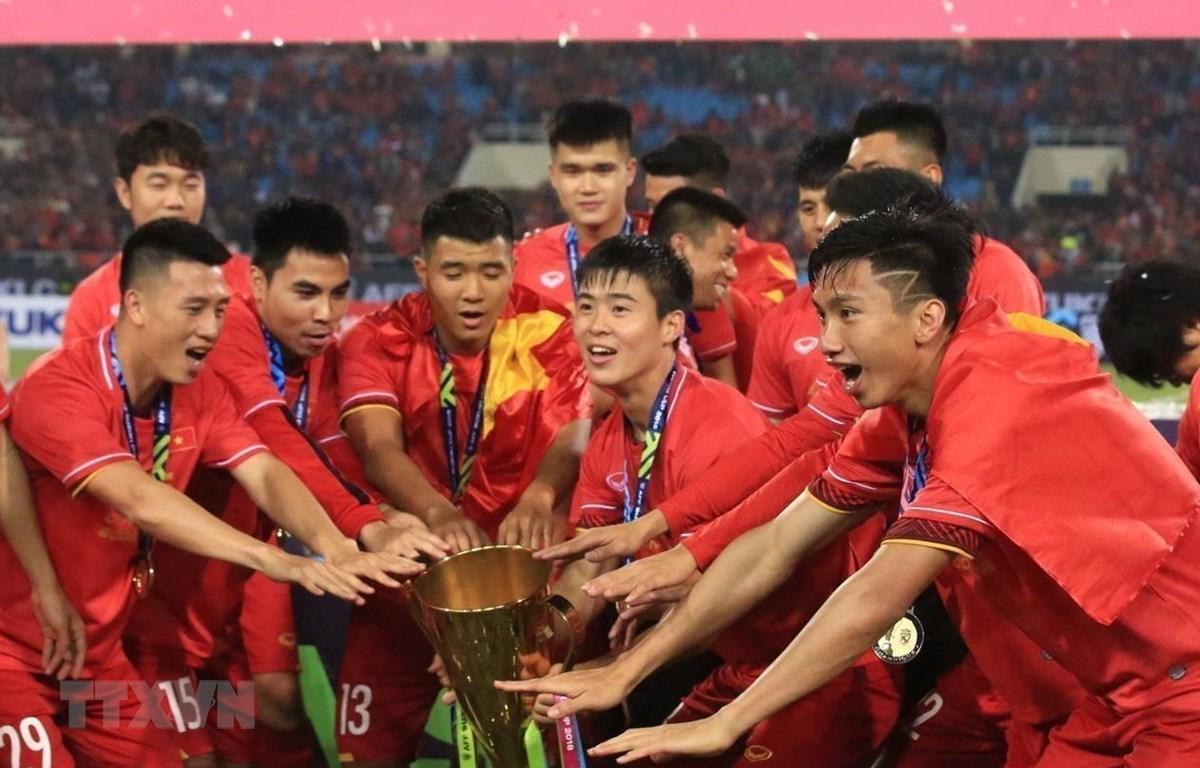 Tuyển Việt Nam với chức vô địch AFF Cup 2018. (Ảnh: Trọng Đạt/TTXVN)
