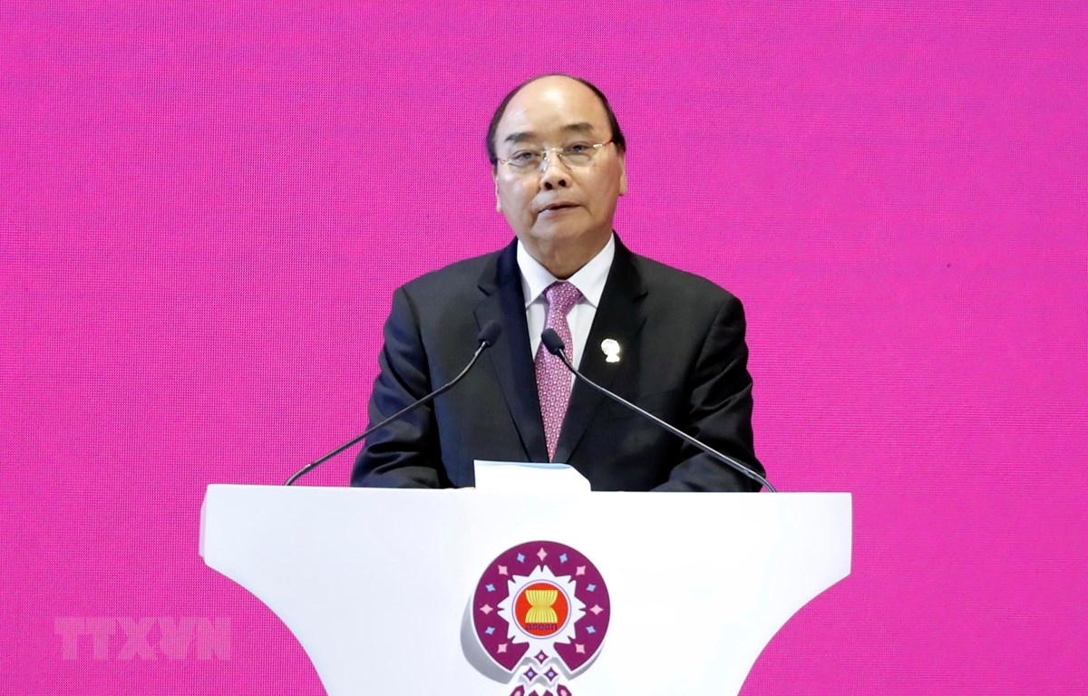 Thủ tướng Nguyễn Xuân Phúc phát biểu tại Lễ bế mạc Hội nghị Cấp cao ASEAN 35 và tiếp nhận vai trò Chủ tịch ASEAN của Việt Nam năm 2020. (Ảnh: Thống Nhất/TTXVN)