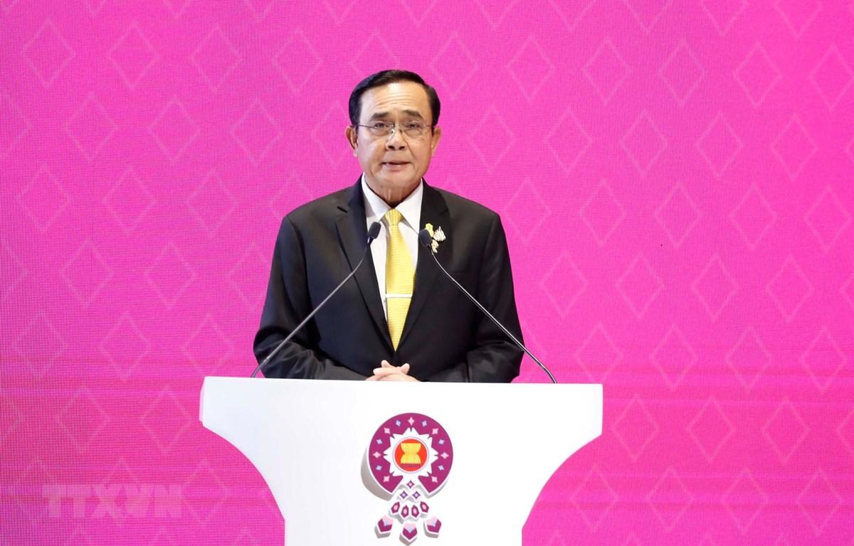 Thủ tướng Thái Lan Prayuth Chan-o-cha phát biểu tại Lễ bế mạc Hội nghị Cấp cao ASEAN 35 và các hội nghị liên quan. (Ảnh: Thống Nhất/TTXVN)