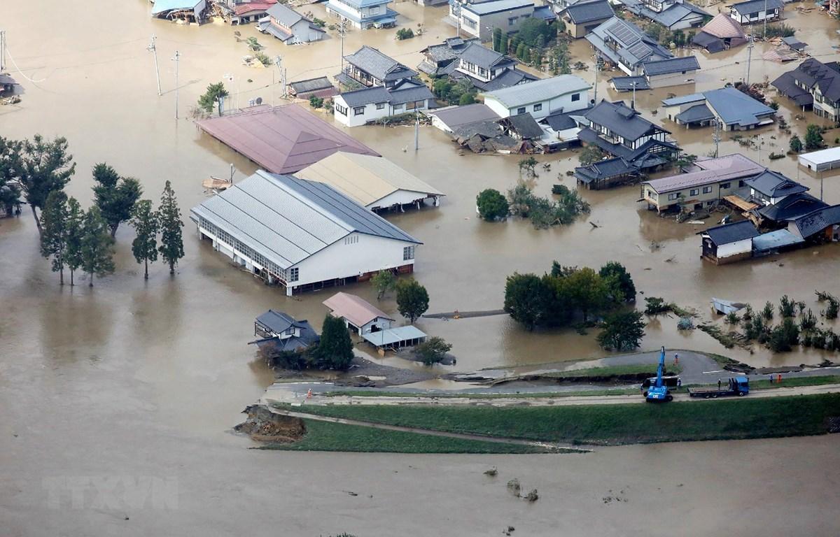 Cảnh ngập lụt khi bão Hagibis đổ bộ vào tỉnh Nagano, miền Trung Nhật Bản ngày 13/10. (Ảnh: AFP/TTXVN)