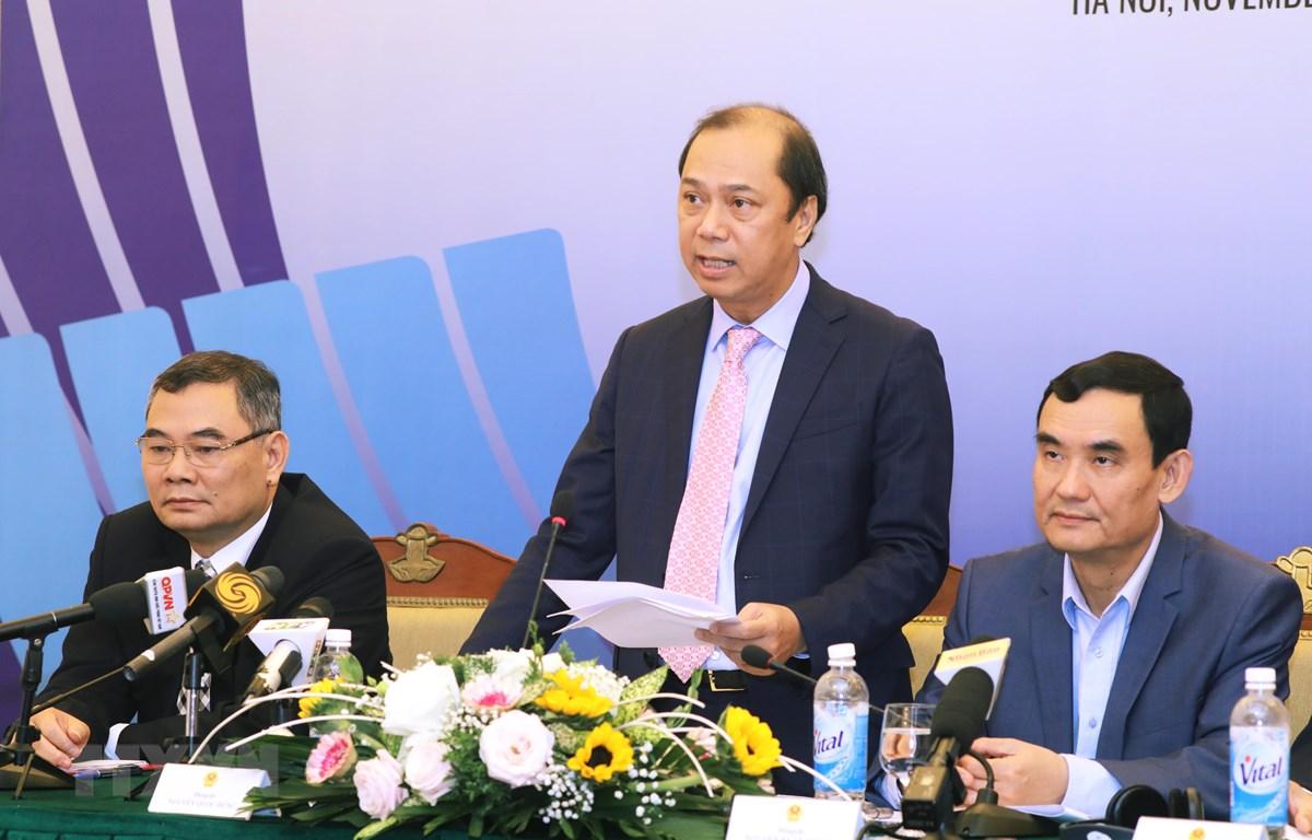Thứ trưởng Bộ Ngoại giao Nguyễn Quốc Dũng, Tổng thư ký Ủy ban Quốc gia ASEAN 2020 chủ trì họp báo. (Ảnh: Lâm Khánh/TTXVN)