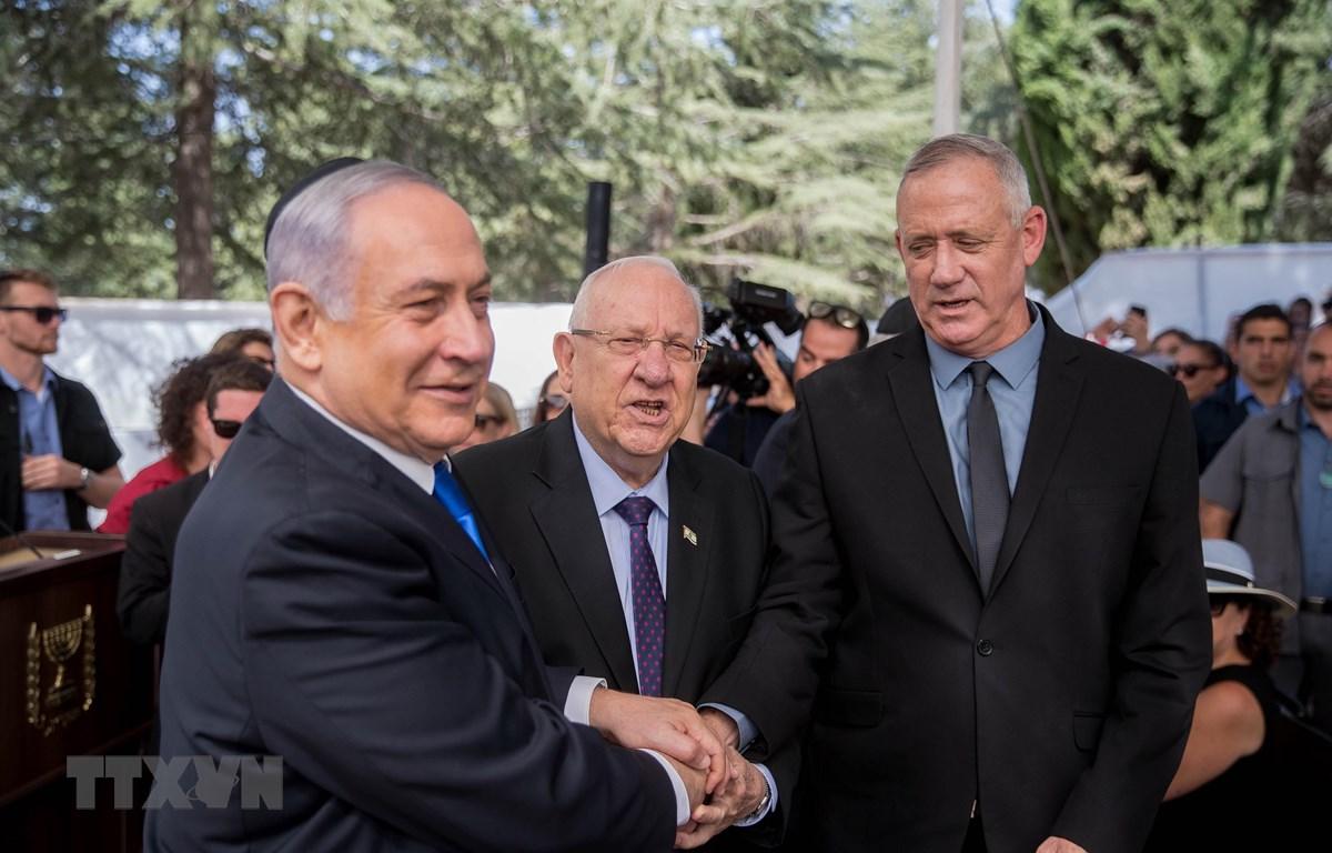 Thủ tướng Israel Benjamin Netanyahu, Tổng thống Reuven Rivlin và Lãnh đạo đảng Xanh-Trắng Benny Gantz ở Jerusalem. (Ảnh: THX/TTXVN)