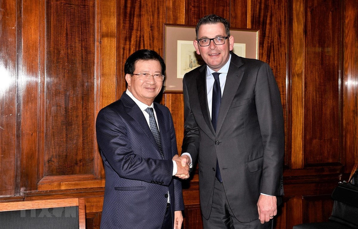 Phó Thủ tướng Trịnh Đình Dũng gặp Thủ hiến bang Victoria Daniel Andrews. (Ảnh: TTXVN phát)
