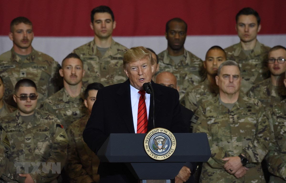 Tổng thống Mỹ Donald Trump phát biểu trước các binh sỹ tại căn cứ Bagram ở Afghanistan nhân dịp lễ Tạ ơn ngày 28/11. (Ảnh: AFP/TTXVN)