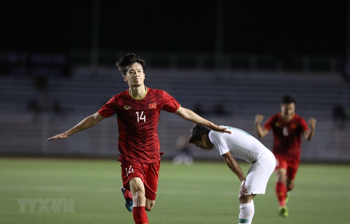 Hoàng Đức ghi bàn quyết định giúp U22 Việt Nam đánh bại U22 Indonesia. (Ảnh: Hoàng Linh/TTXVN)