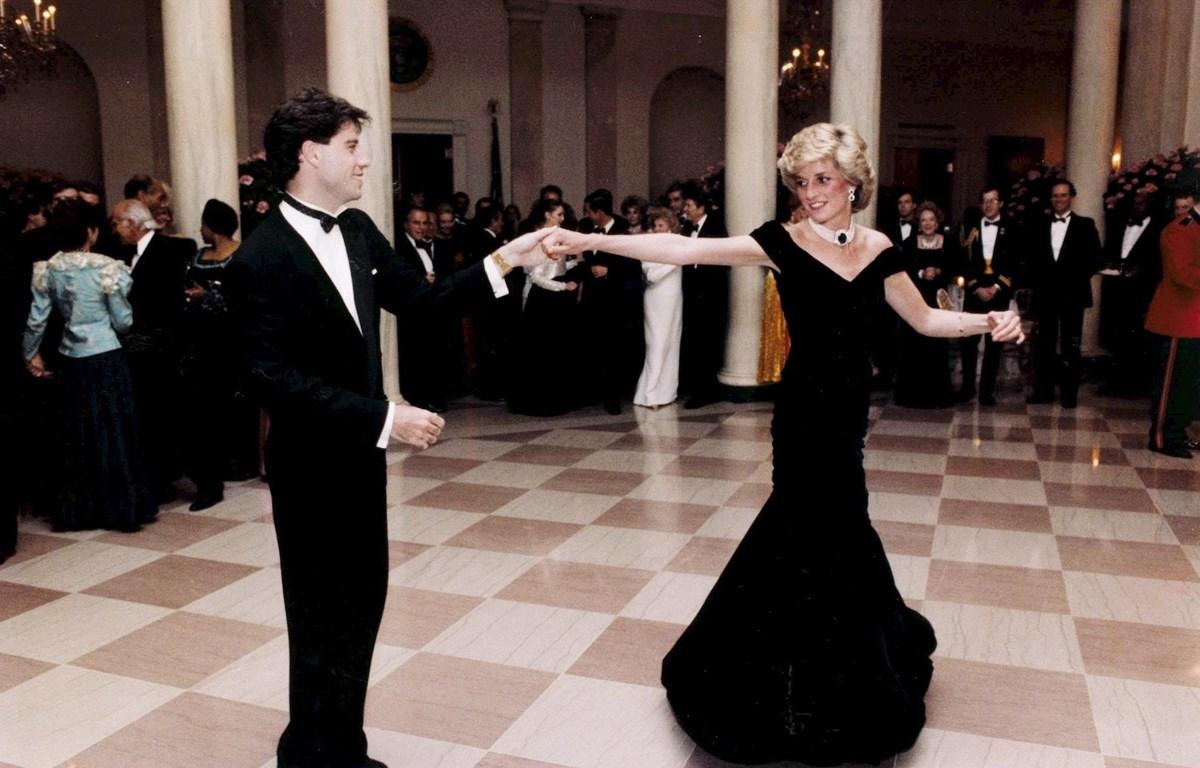Cố Công nương Diana đã diện chiếc đầm cúp ngực của nhà mốt Victor Edelstein tại một bữa tiệc chiêu đãi tại Nhà Trắng vào năm 1985. (Nguồn: EPA)