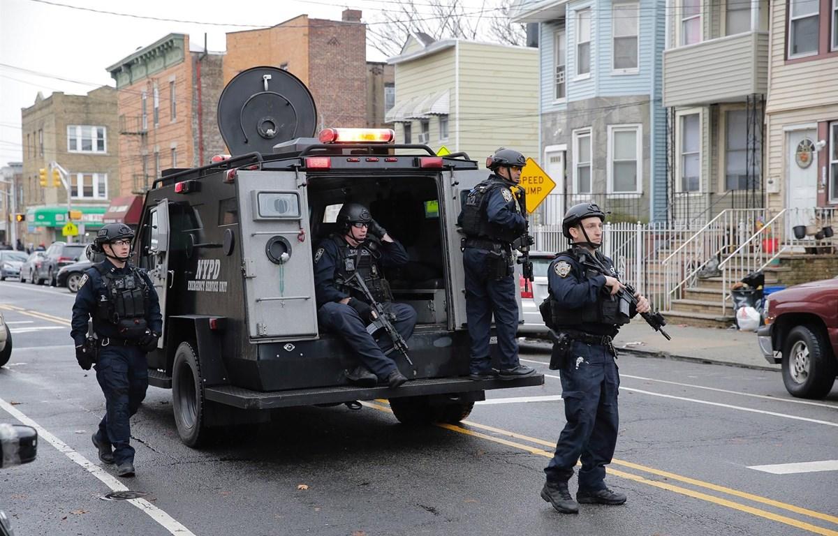 An ninh đươc tăng cường sau vụ nổ súng. (Ảnh: AP)