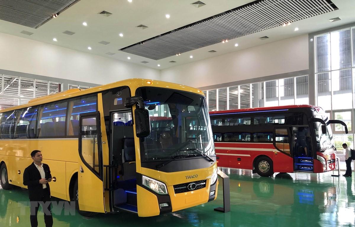 Lễ xuất khẩu xe Bus thương hiệu Việt sang Philippines. (Ảnh: Trần Tĩnh/TTXVN)