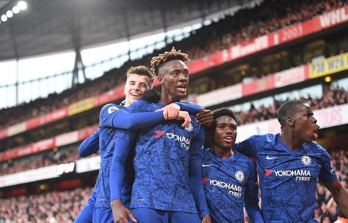 Chelsea ngược dòng giành 3 điểm tại Emirates.