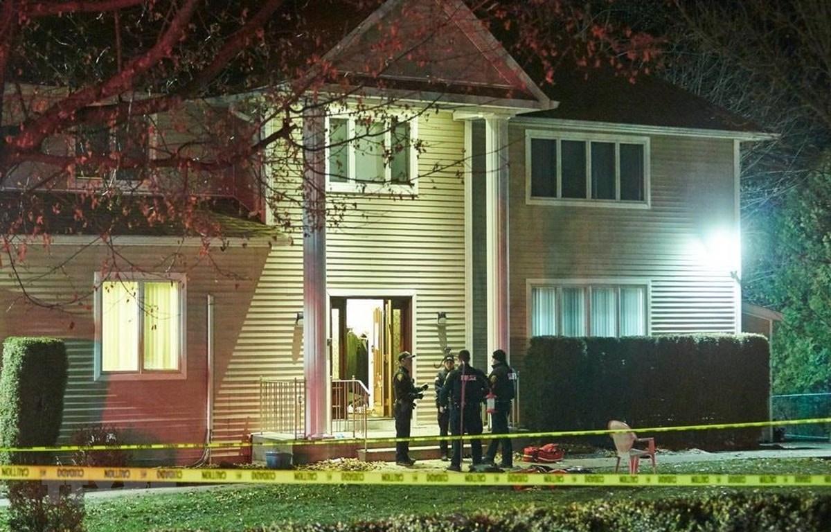 Cảnh sát điều tra tại hiện trường vụ tấn công bằng dao ở New York, Mỹ ngày ngày 28/12. (Ảnh: The New York Times/TTXVN)