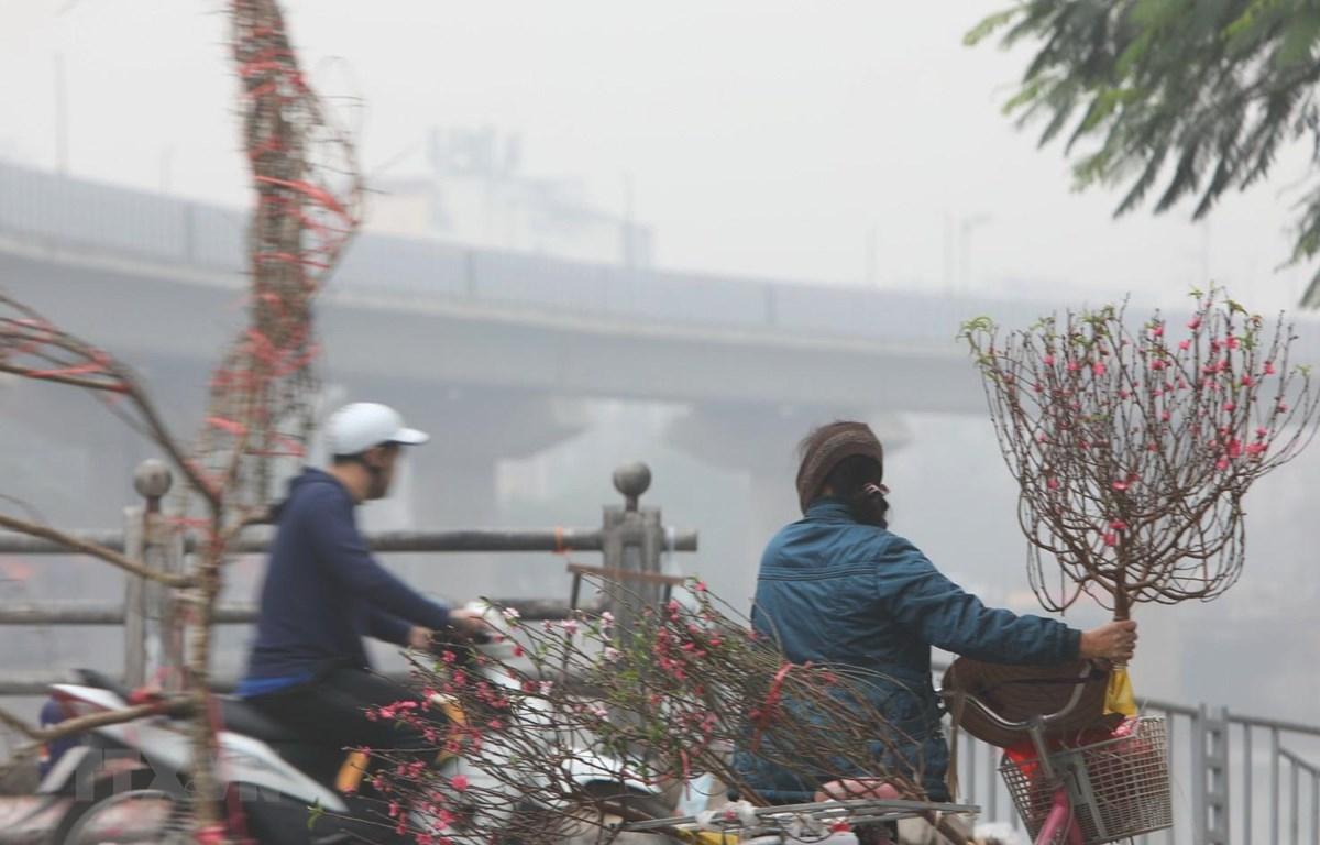 Khu vực quận Thanh Xuân ô nhiễm không khí và sương mù dầy đặc, tầm nhìn xa hạn chế. (Ảnh: Thành Đạt/TTXVN)