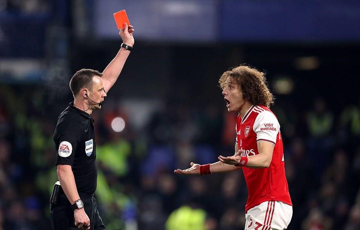 Arsenal phải thi đấu thiếu người từ phút 26.