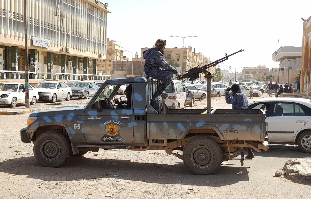 Lực lượng trung thành vớiTướng Khalifa Hafta tuần tra tại thành phố Sebha, Libya, ngày 9/2. (Ảnh: AFP/TTXVN)