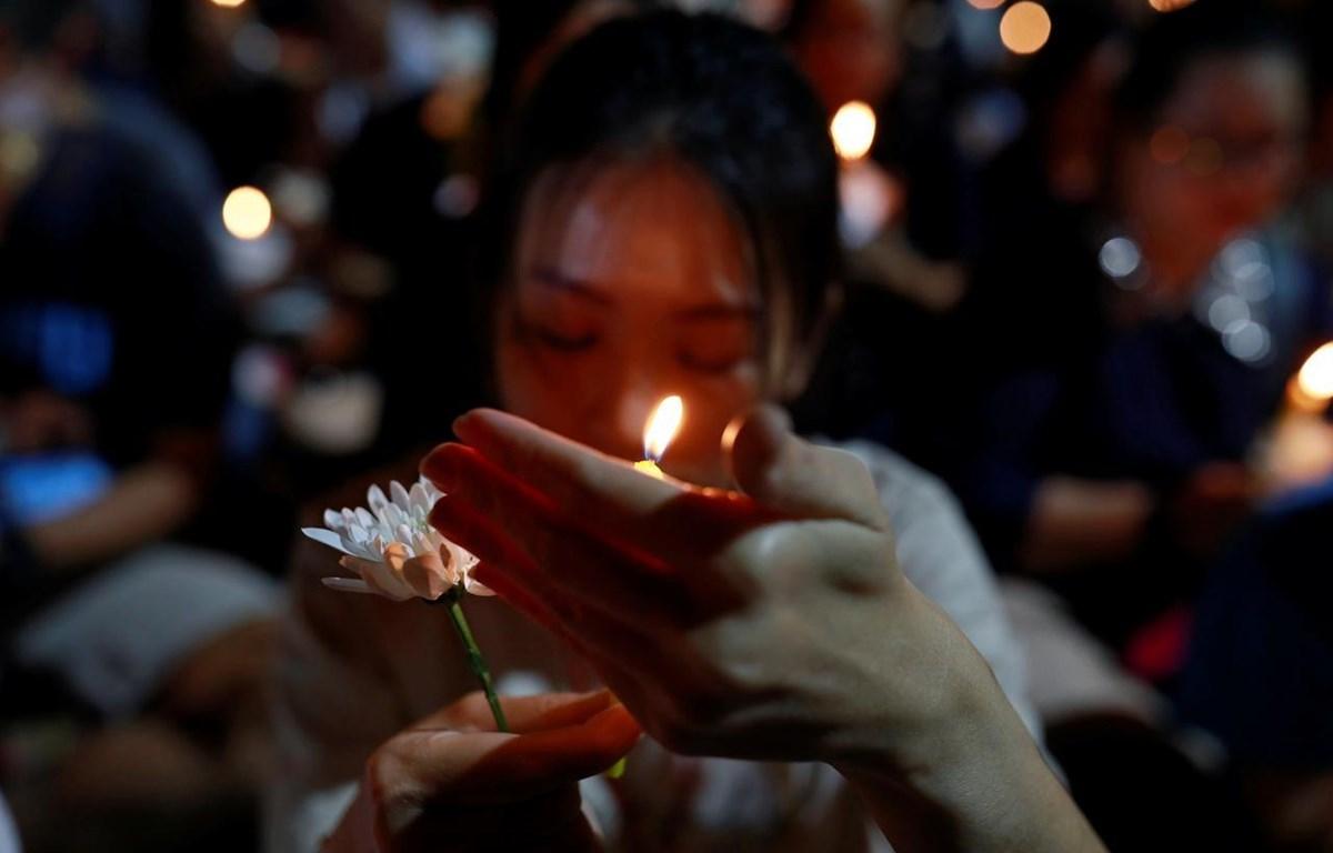 Tưởng niệm các nạn nhân xấu số trong vụ xả súng kinh hoàng tại Thái Lan, (Nguồn: Reuters)