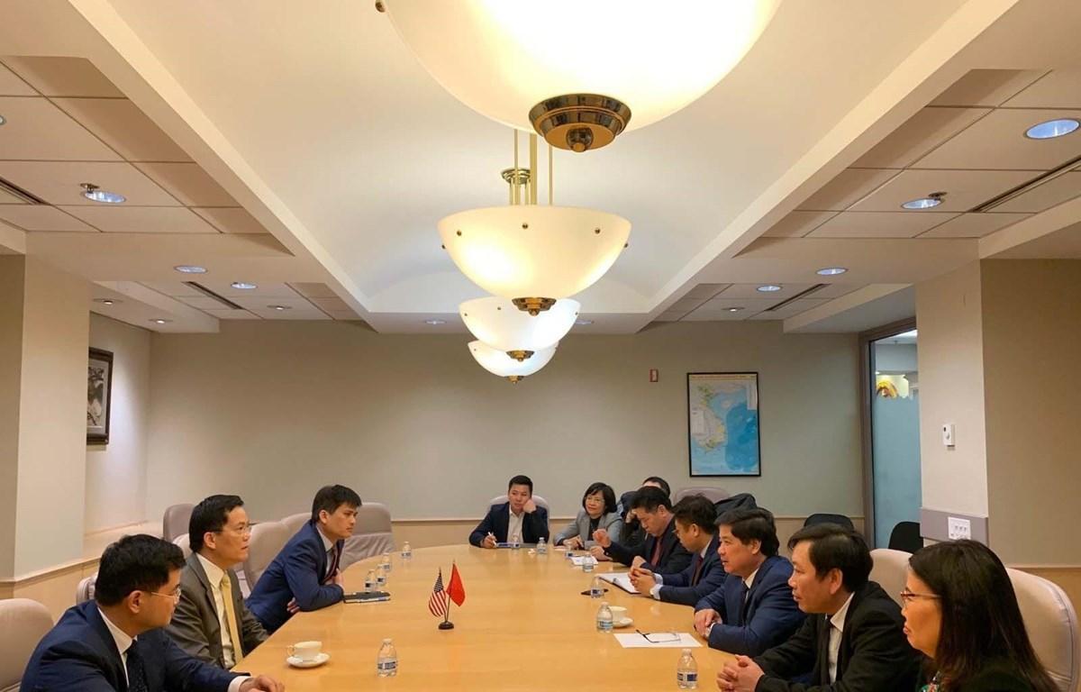 Đại sứ Hà Kim Ngọc tiếp đoàn Bộ Nông nghiệp và Phát triển Nông thôn do Thứ trưởng Lê Quốc Doanh dẫn đầu. (Ảnh: TTXVN)