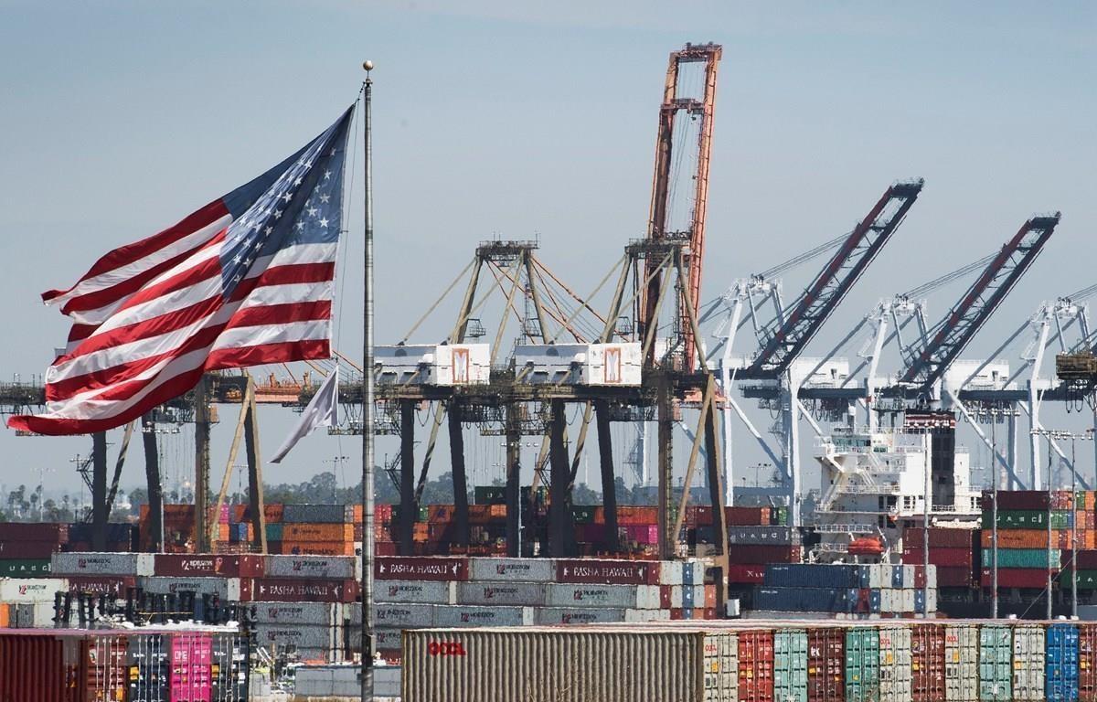 Cảng hàng hóa ở Los Angeles, bang California, Mỹ. (Ảnh: AFP/TTXVN)