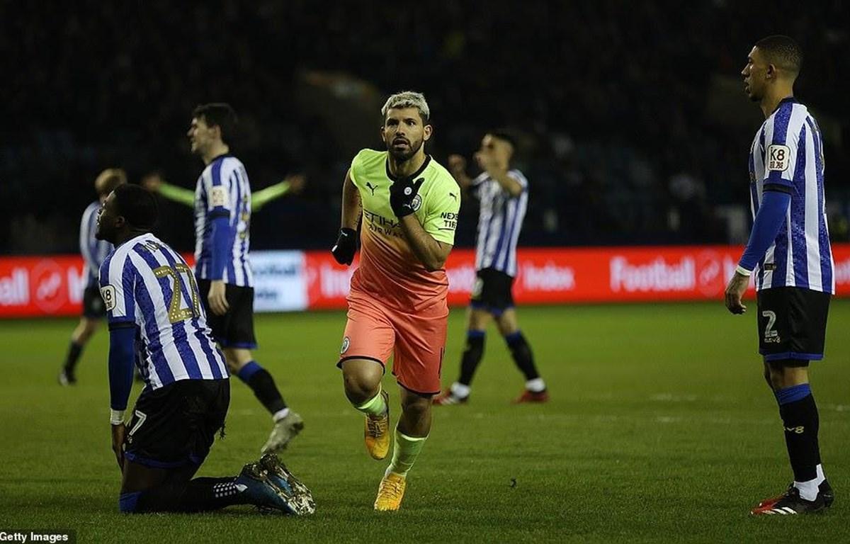 Arguero đưa Man City và tứ kết FA Cup.