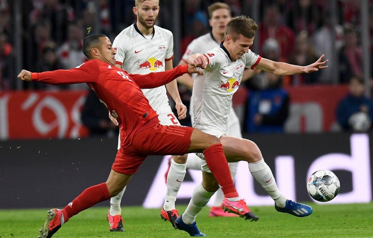 Bayern (áo đỏ) hai lần phải chia điểm với Leipzig ở mùa này. (Nguồn: AP)