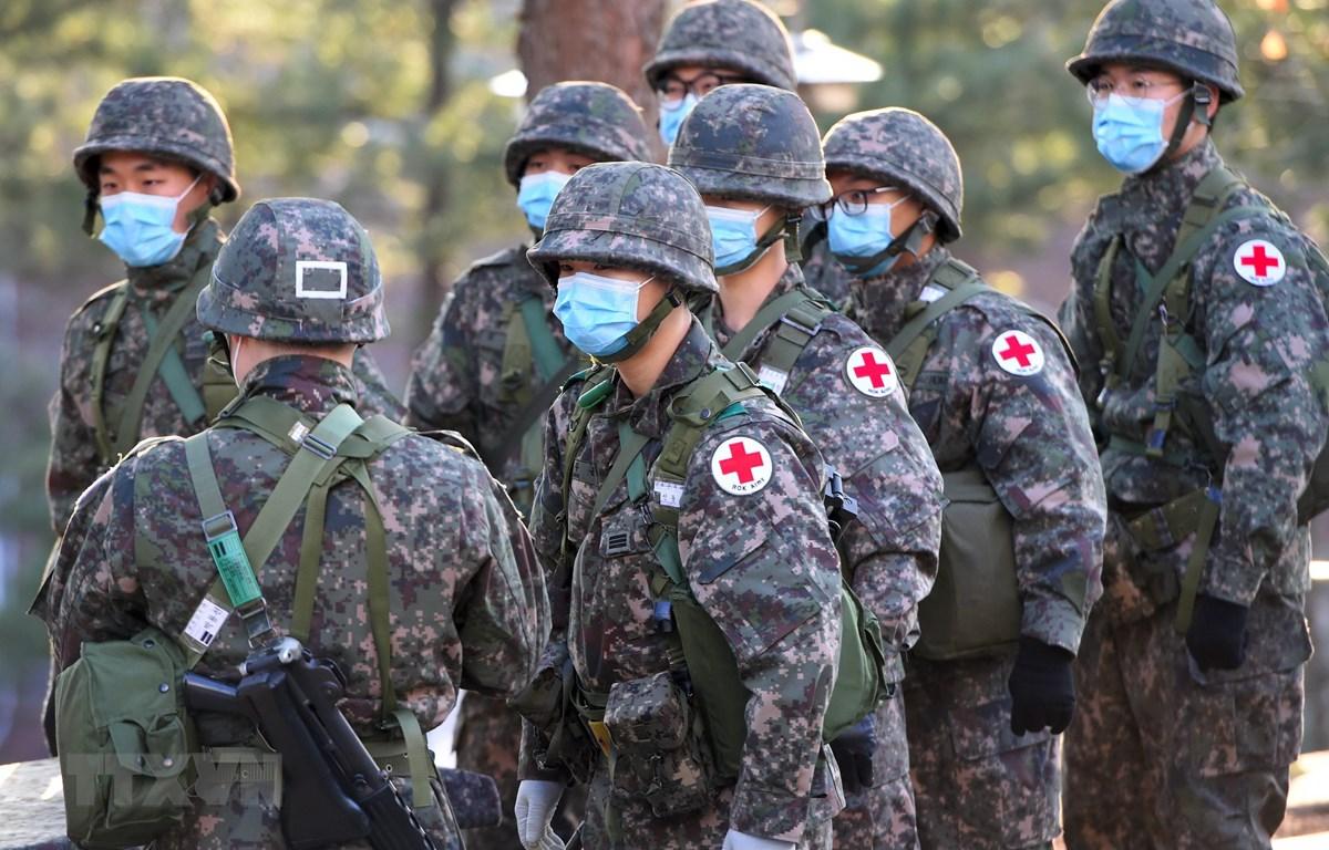 Binh sỹ Hàn Quốc tham gia một buổi diễn tập quân sự tại Goyang, Tây Bắc Seoul. (Ảnh: AFP/TTXVN)