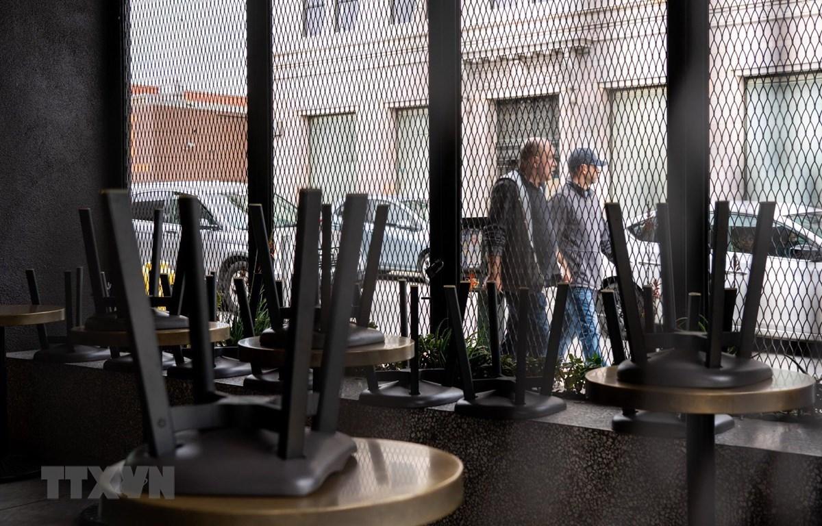 Nhà hàng tại Los Angeles, California, Mỹ, đóng cửa ngày 20/3/2020 trong bối cảnh dịch COVID-19 lan rộng. (Ảnh: THX/TTXVN)