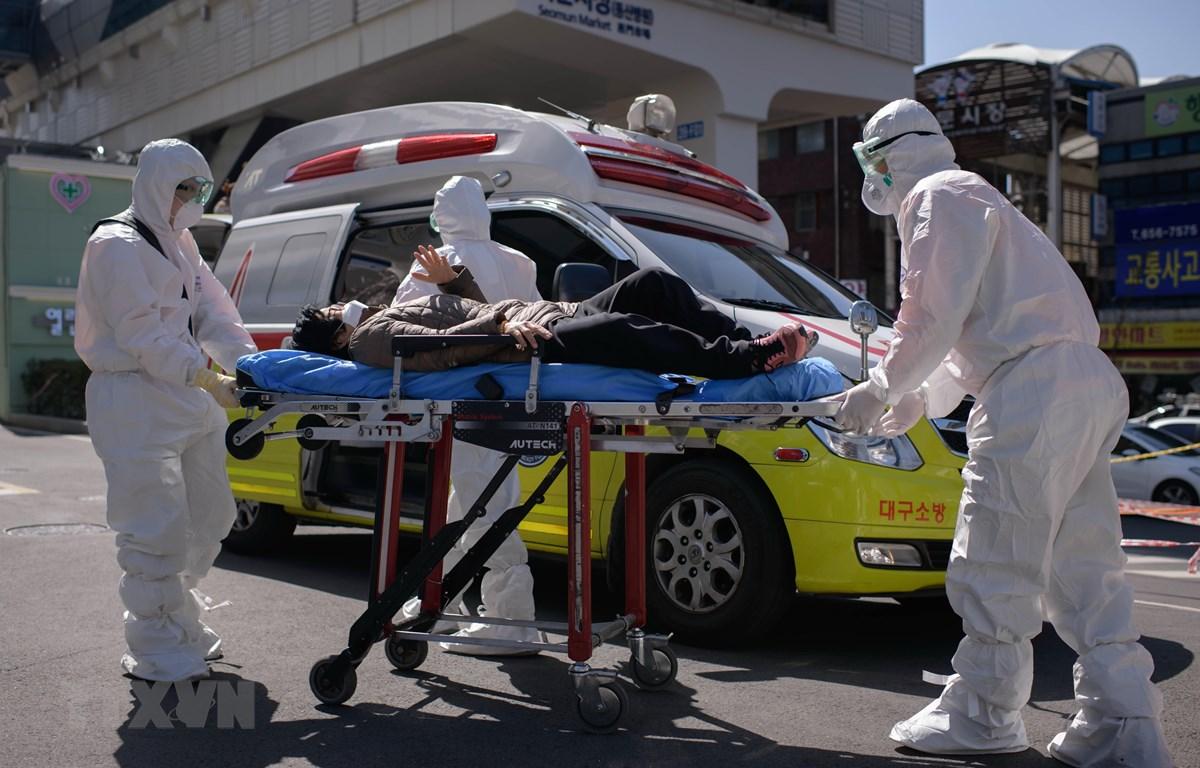 Hàn Quốc hỗ trợ các doanh nghiệp bị thiệt hại do dịch viêm đường hô hấp cấp COVID-19. (Ảnh: AFP/TTXVN)