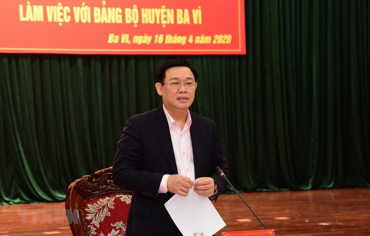 Bí thư Thành ủy Hà Nội Vương Đình Huệ phát biểu tại buổi làm việc với Đảng bộ huyện Ba Vì. (Ảnh: Văn Điệp/TTXVN)