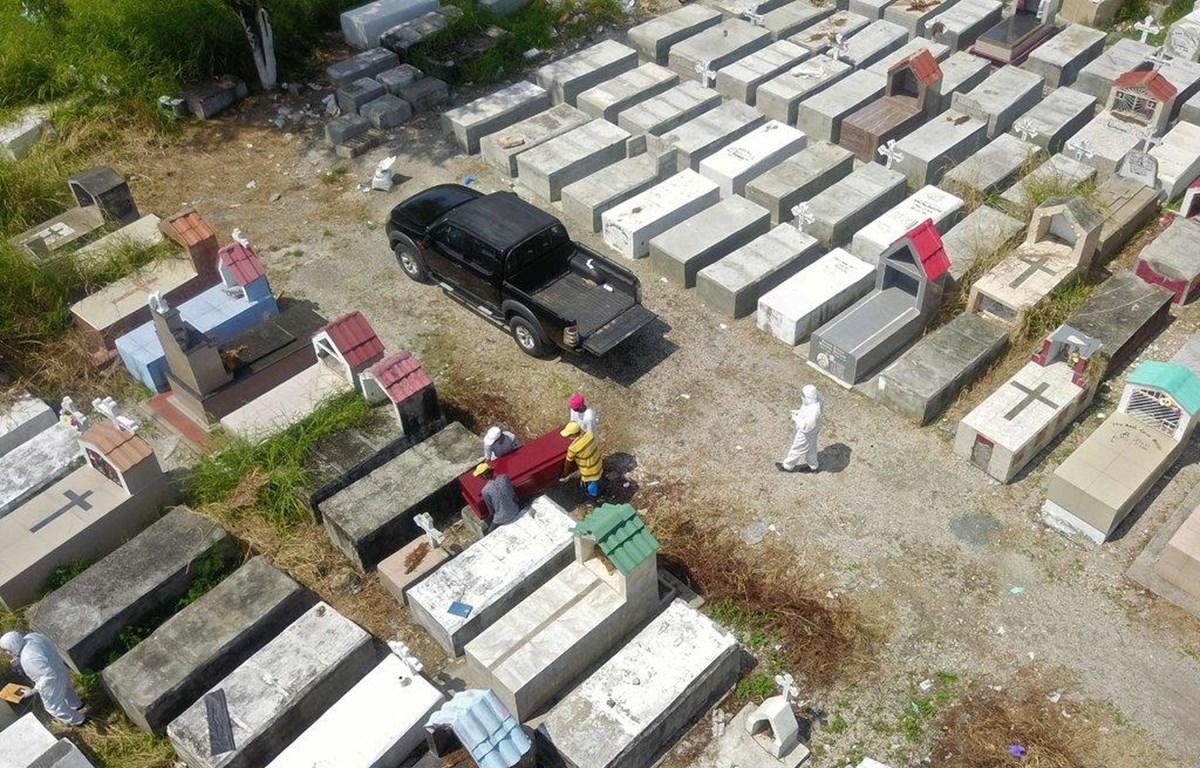 Một bãi chôn cất ở Guayaquil, Ecuador, trung tâm bùng phát đại dịch dữ dội nhất tại châu Mỹ Latinh. (Nguồn: Getty Images)