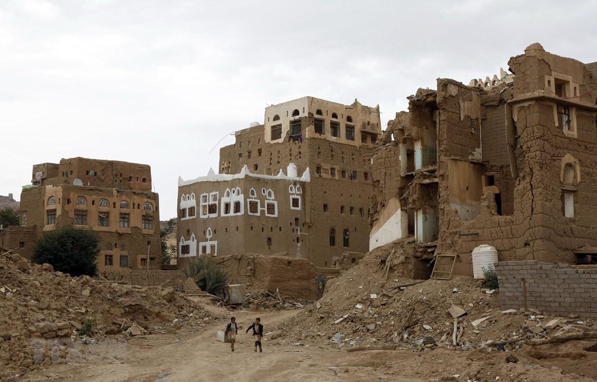 Cảnh đổ nát ở Yemen sau một cuộc oanh kích. (Ảnh: THX/TTXVN)