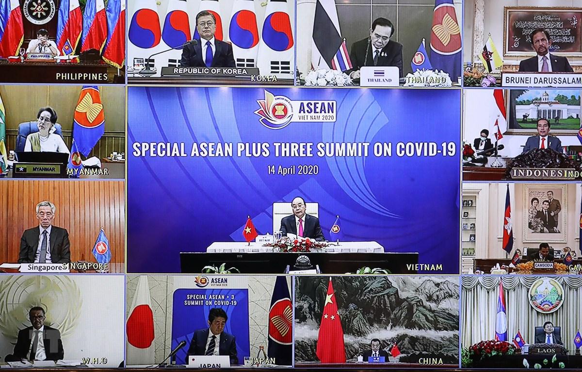 Thủ tướng Nguyễn Xuân Phúc chủ trì Hội nghị Cấp cao ASEAN+3 về ứng phó với dịch bệnh COVID-19. Ảnh: Thống Nhất/TTXVN