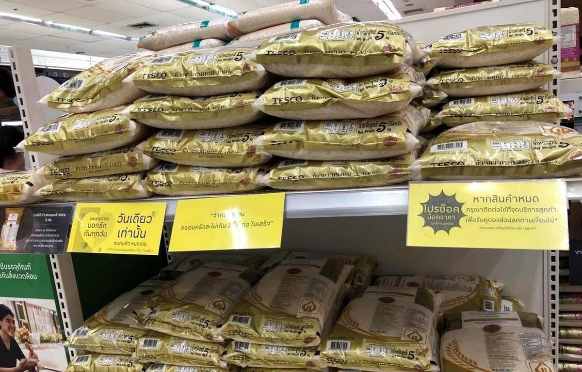 Gạo được bán trong các siêu thị tại thủ đô Bangkok. (Ảnh: Ngọc Quang/TTXVN)