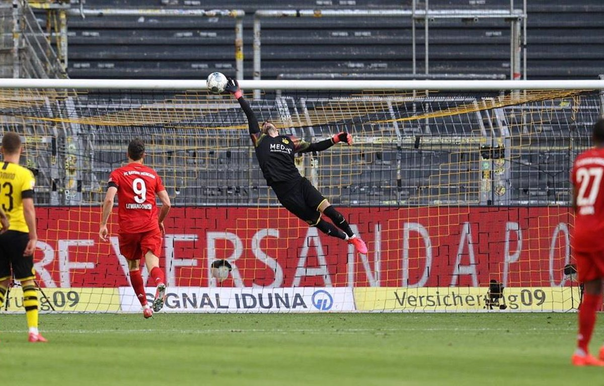 Bàn thắng đẳng cấp của Kimmich ở phút 43 mang chiến thắng về cho Bayern. (Nguồn: AP)